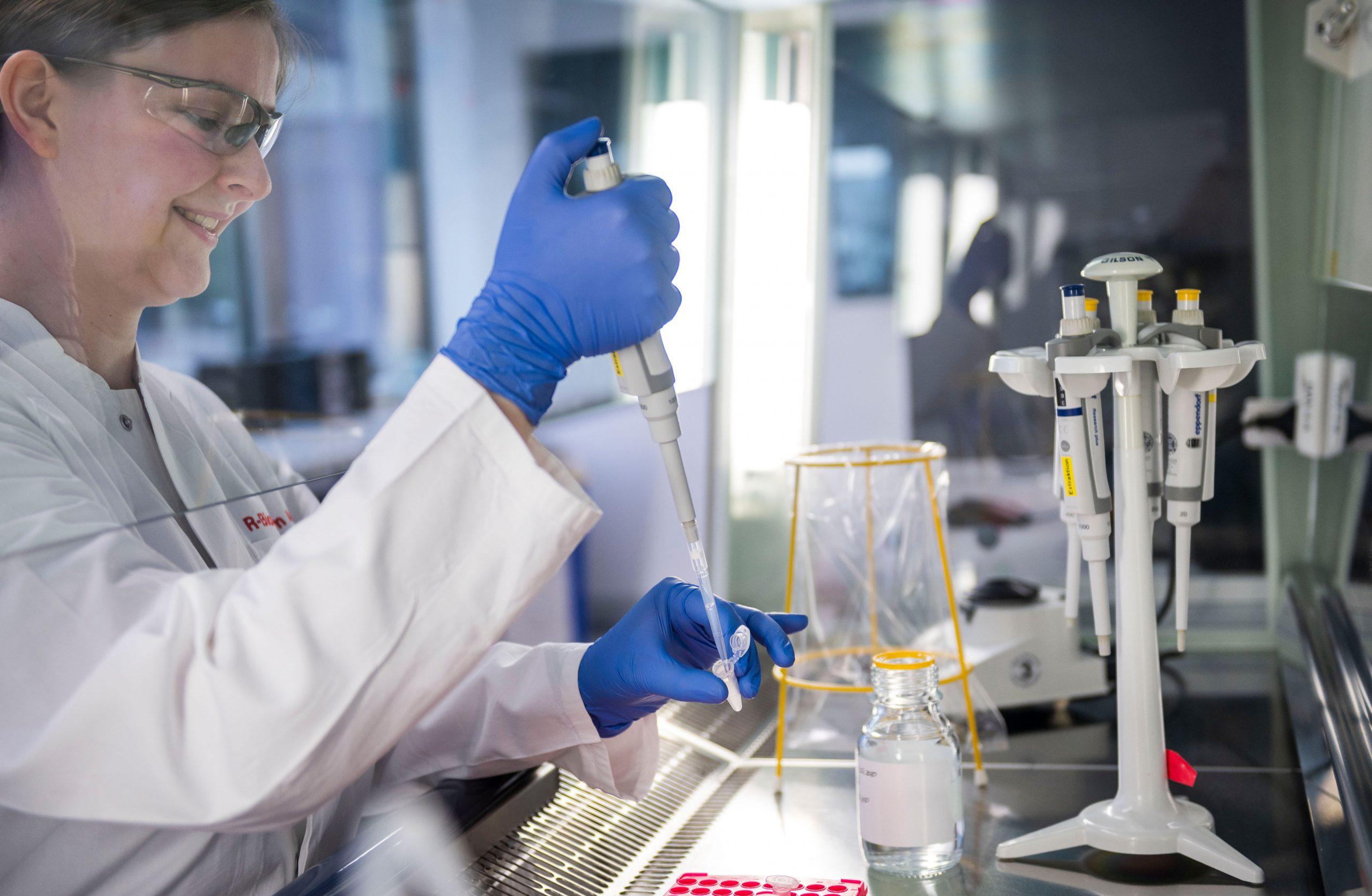 Die R-Biopharm AG mit Hauptsitz in Darmstadt bringt als eines der ersten Diagnostikunternehmen weltweit einen sogenannten real-time RT-PCR Test zur Erkennung des SARS-CoV-2 Virus auf den Markt.