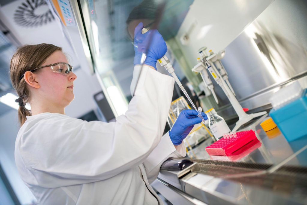 Das RIDA®GENE SARS-CoV-2 RUO Testkit wurde bei R-Biopharm im Geschäftsbereich Klinische Diagnostik und am Standort Berlin-Buch entwickelt. Zum Kerngeschäft der klinischen Diagnostik gehört das Entwickeln, Herstellen und Vermarkten von Systemlösungen zum Nachweis von Krankheitserregern in humanen Proben.